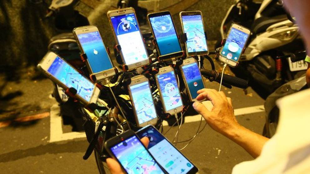 Elderly Taiwanese man catches them all in Pokemon Go with