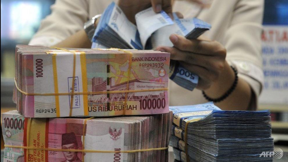 Indonesian rupiah weakens to 26-year low against Singapore