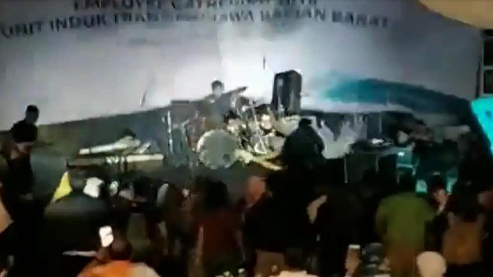 Indonesia tsunami  Wave crashes into local pop band Seventeen s performance  - Channel NewsAsia ad63b3e8e72