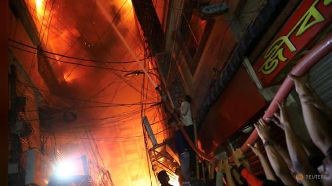 Kebakaran Apartemen dan Gudang Bahan Kimia Dhaka Menewaskan 69 Orang