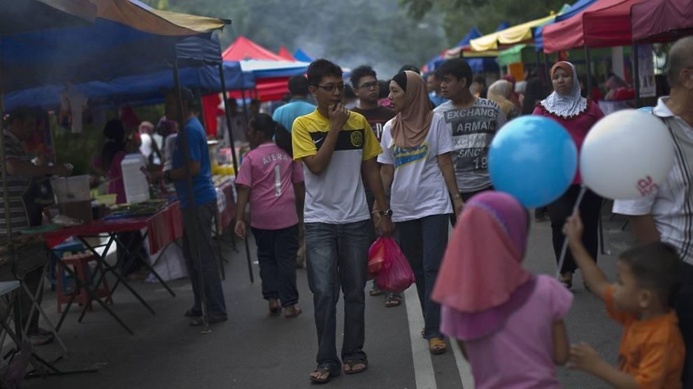 Ramadan bazaars may proceed if SOP followed: Malaysian health ministry