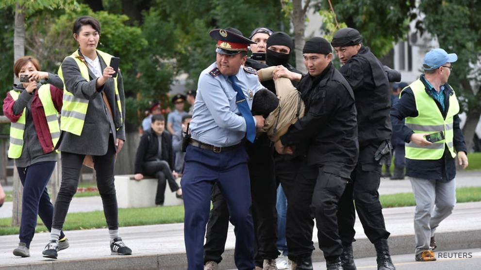 Nearly 1,000 Kazakhs detained over protests