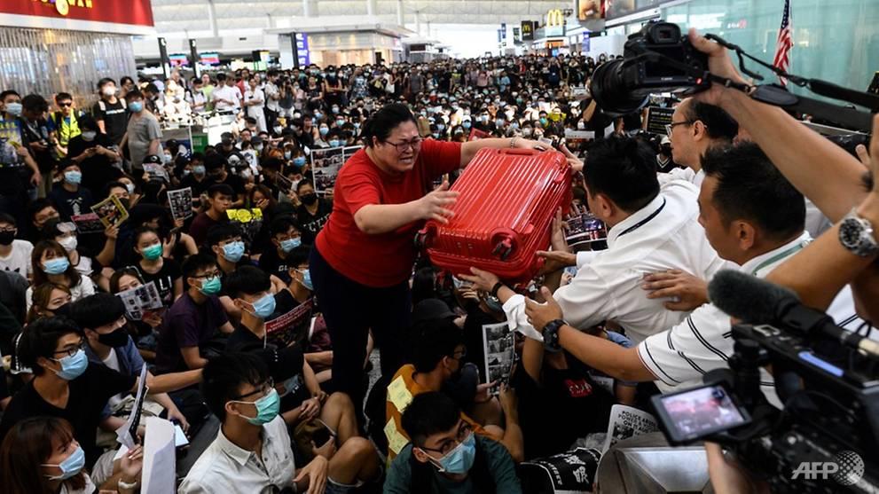 [Image: hong-kong-demo-tourist-hkia-departure-gate-aug-13.jpg]