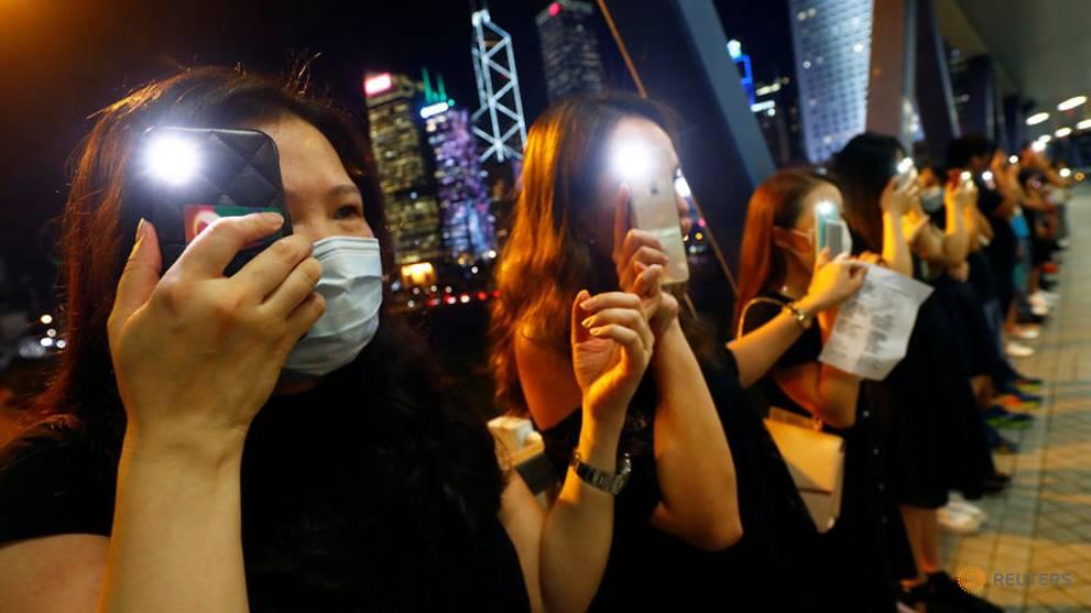 UK warns China travellers of greater checks on Hong Kong-mainland border