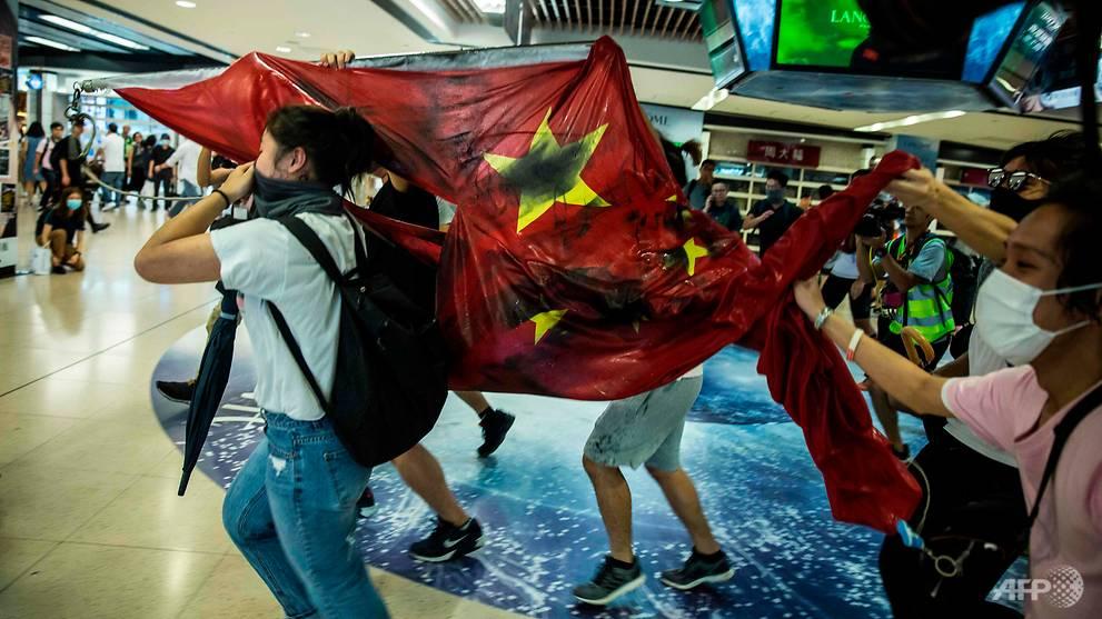 Fresh Hong Kong clashes outside Sha Tin shopping mall