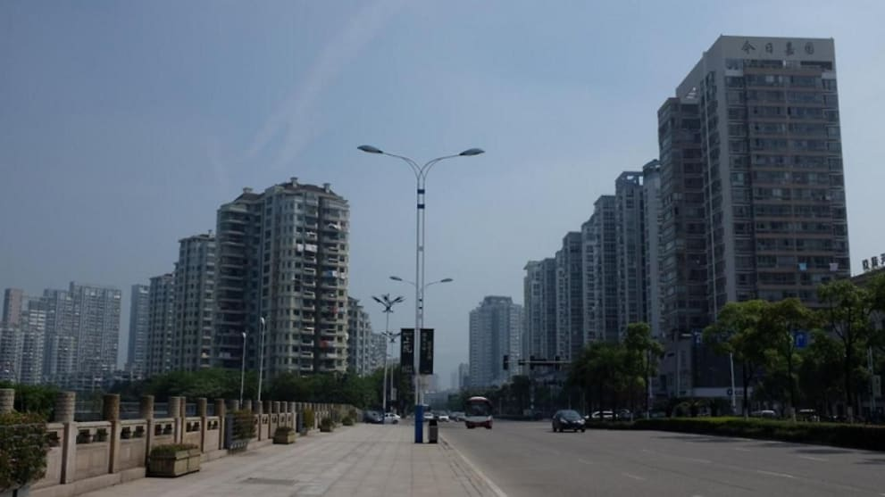 Chinese city outside coronavirus epicentre in Wuhan shuts down
