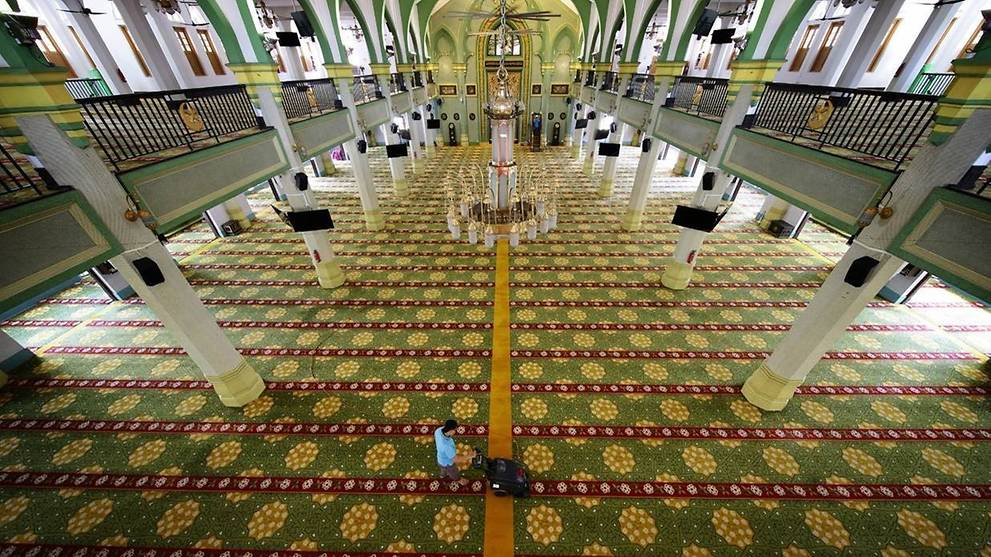 Mosques to remain closed until Mar 26 amid risk of large COVID-19 cluster forming from Malaysia gathering