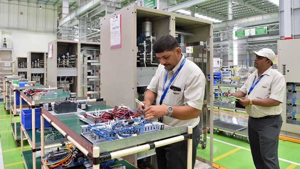 India lays out US$6b roadmap to boost electronics manufacturing - CNA thumbnail