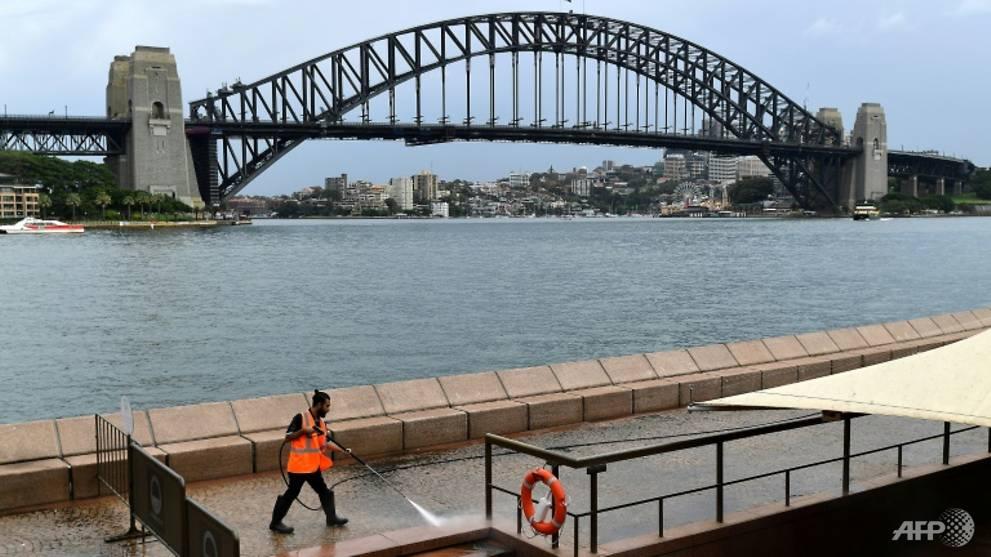 Australia tightens quarantine rules to combat coronavirus, warns of fines