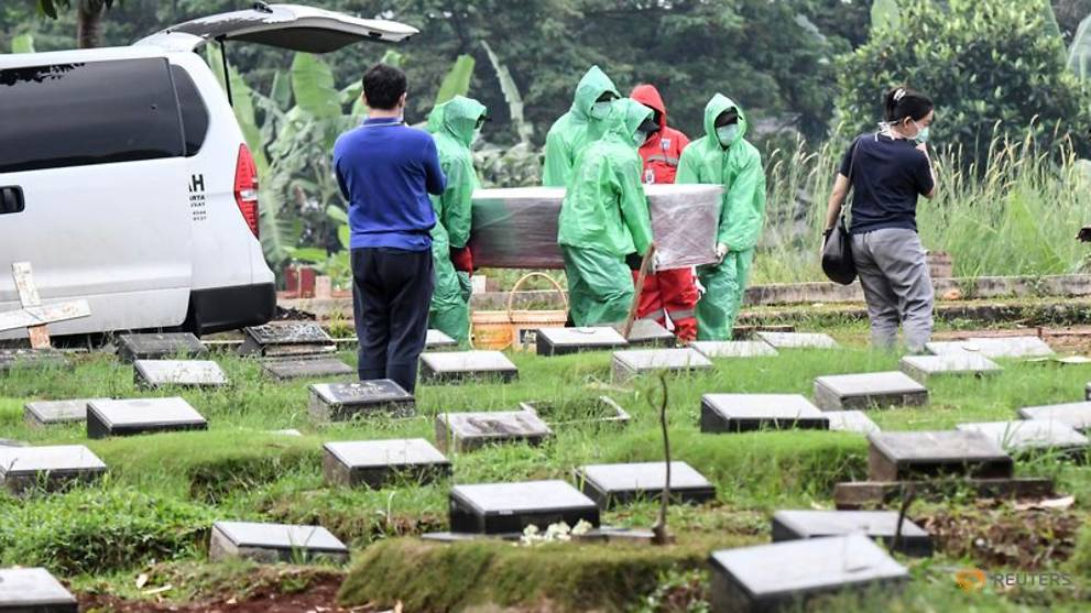 Jump in Jakarta funerals raises fears of unreported COVID-19 deaths