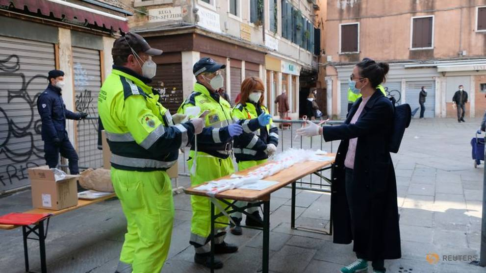 Italy COVID-19 death toll rises by 681, intensive care falls