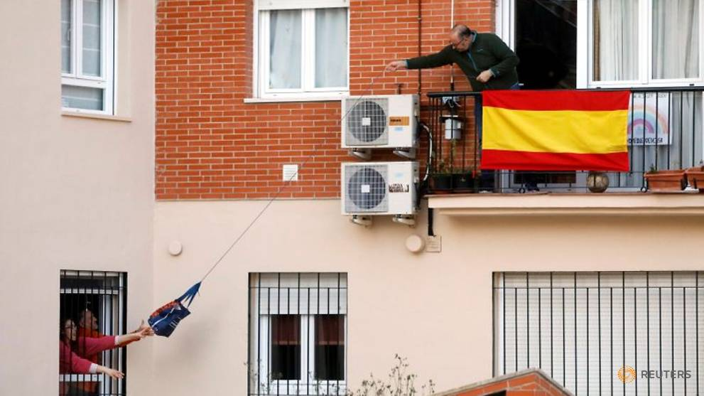 Spain's COVID-19 deaths steady, government apologises for confusion over lockdown rules for kids