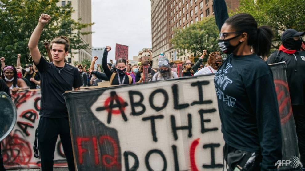 Gunfire Erupts In Protests After Louisville Policemen Cleared In Breonna Taylor Death Cna