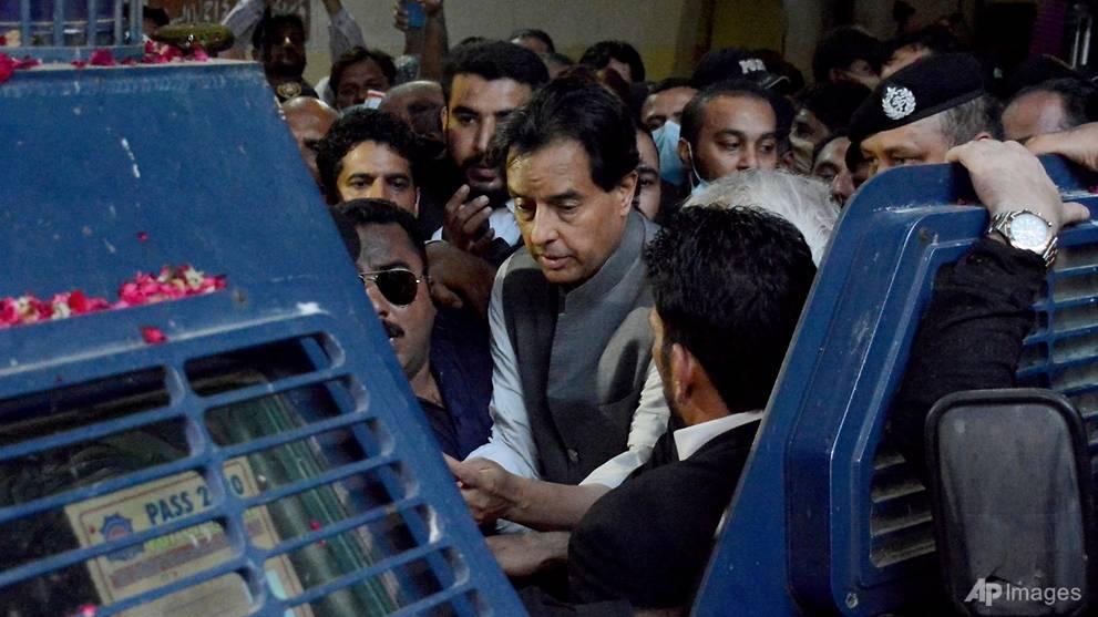 Pakistan army to probe troops' role in arrest of politician