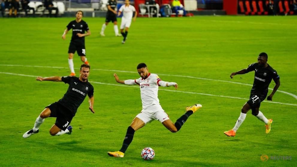 Dominant Sevilla earn narrow win over Rennes despite glut of chances