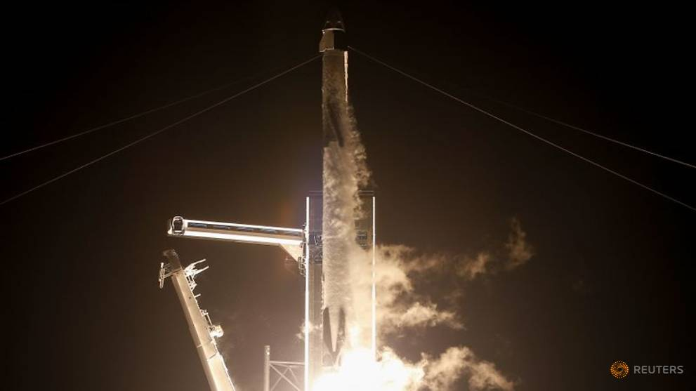 four-astronauts-headed-to-space-station-in-spacex-crew-dragon-capsule