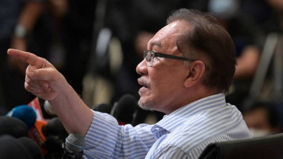 Defections from PKR have not given Perikatan Nasional parliamentary majority, claims Anwar