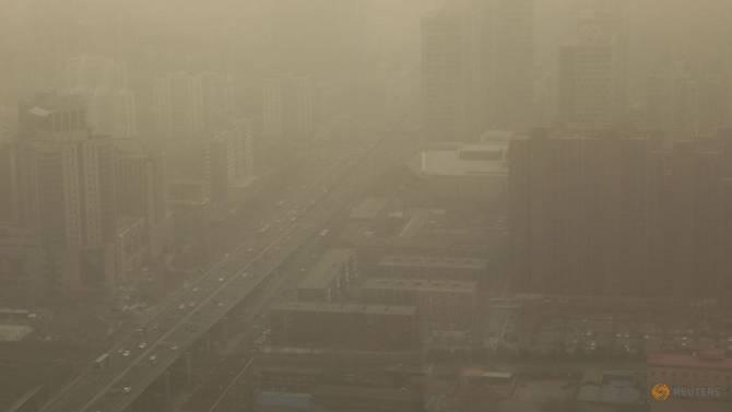 beijing-shrouded-in-smog-after-a-sandsto