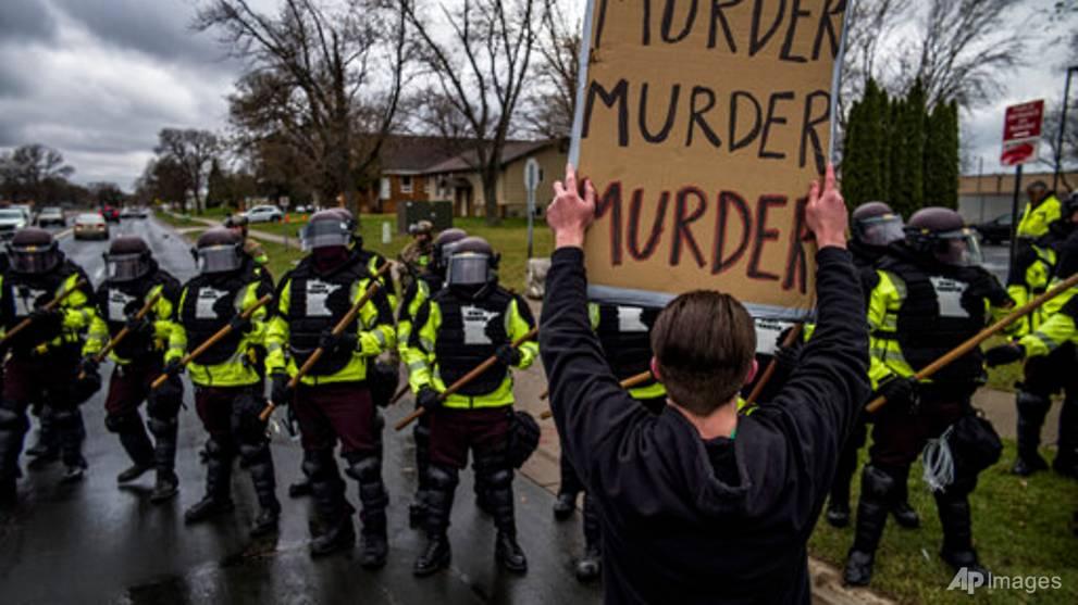 US police officer resigns 2 days after mistaking gun for taser, fatally shooting black motorist