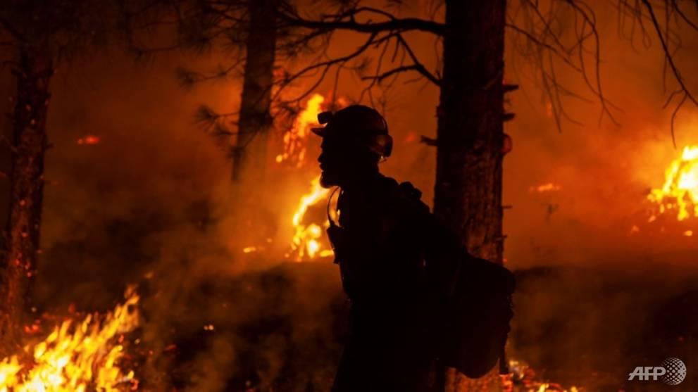 Lebih banyak penduduk mengungsi saat kebakaran melanda Kanada bagian barat, AS