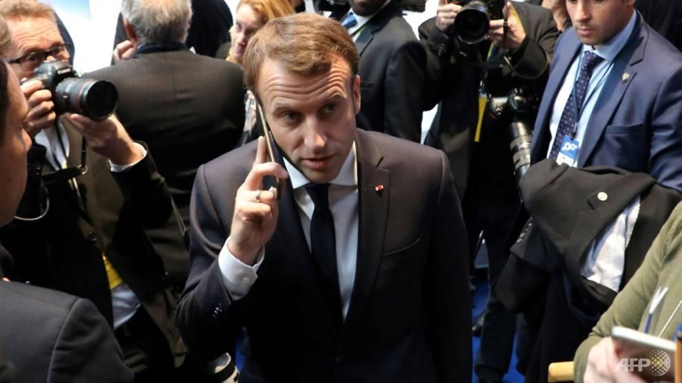 Klaim mata-mata Pegasus diselidiki saat Macron mengganti telepon