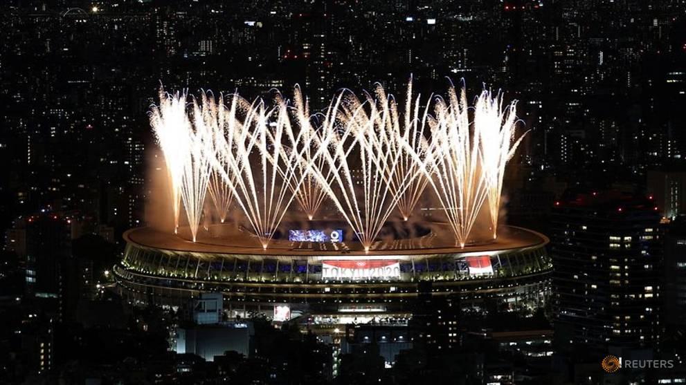 Olimpiade-Atlet berparade di stadion kosong saat Olimpiade Tokyo dibuka di bawah bayang-bayang pandemi