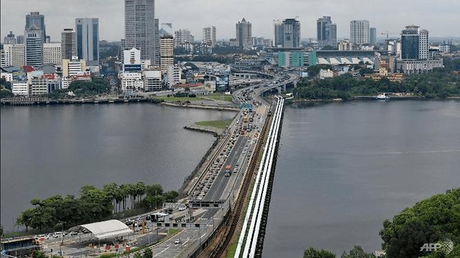 Pemandangan jembatan yang menghubungkan Singapura dengan negara bagian selatan Malaysia, Johor. (Foto: AFP)