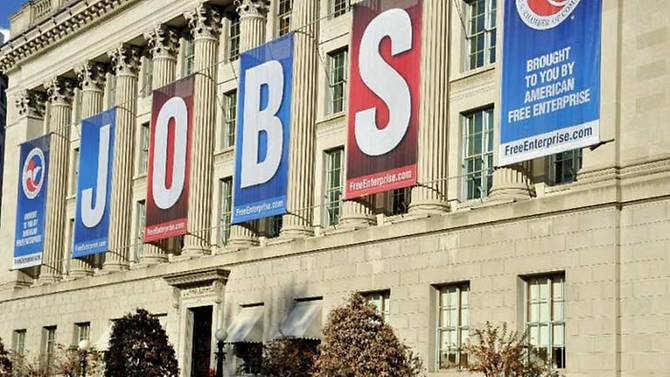 US weekly jobless claims drop, but economic recovery still elusive