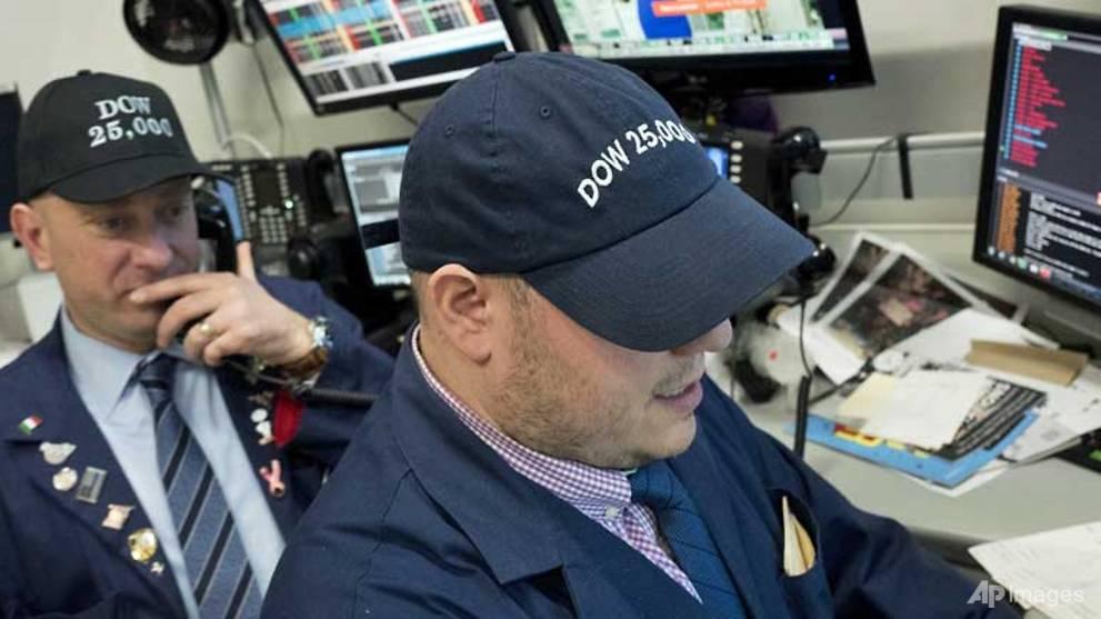 164d2854d61 Dow hits 25