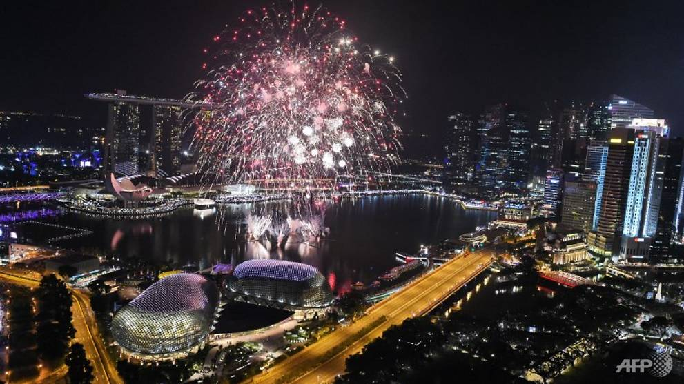 Hour-long show with fireworks for Marina Bay Singapore