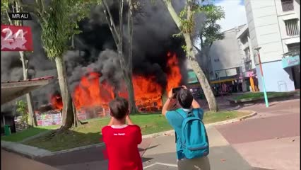 Fire breaks out at Ang Mo Kio Central, 8 people taken to hospital | Video