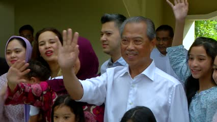 Malaysians react to new PM after week of political turmoil | Video