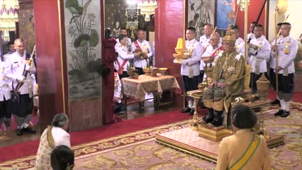 King Maha Vajiralongkorn crowned Rama X of Thailand | Video