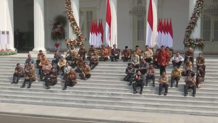 Indonesia president unveils new Cabinet; urges ministers to shun corruption, work hard | Video