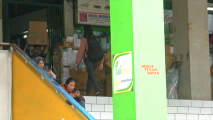 Novel coronavirus: People in Jakarta looking for cheaper options as mask prices spike | Video