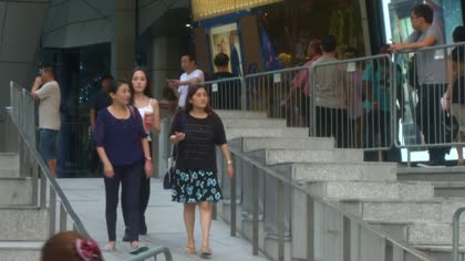 Orchard Road abuzz with last minute Christmas shoppers   Video