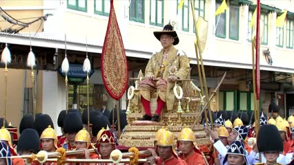 Newly-crowned Thai king carried in royal procession | Video