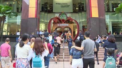 Retailers get Christmas boost | Video