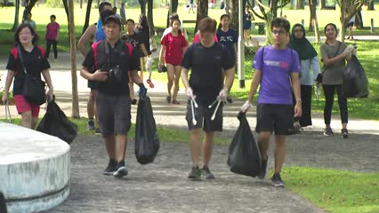 600 volunteers clear 300kg of litter in a day | Video