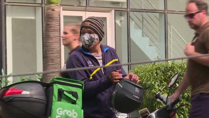 Food delivery companies see increase in orders amid haze | Video