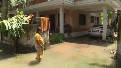 Flood-hit Kerala residents unite in community spirit | Video