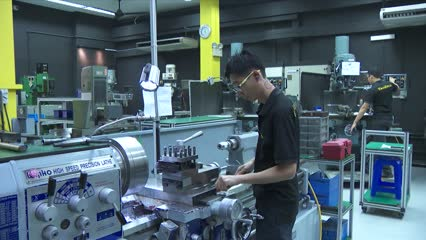 Singapore factory activity hit by sharpest fall in more than 5 years amid COVID-19 outbreak | Video