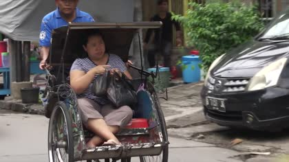 Trishaws to make comeback in Jakarta after years of being banned