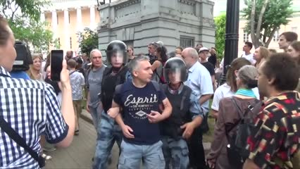 Hundreds arrested at anti-police corruption protests in Russia | Video