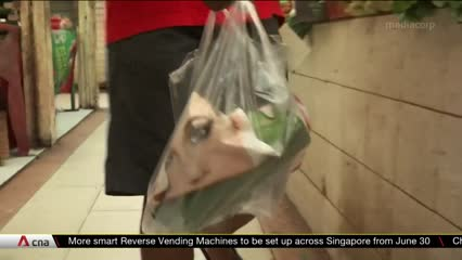 Indonesia's consumers and businesses struggle to adapt to plastic bag ban | Video