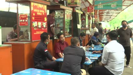 As Indonesia's COVID_19 cases grow, Jakarta's street food vendors hit   Video