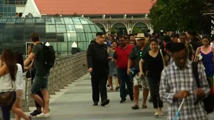 'Kim Jong Un' poses for selfies in Singapore ahead of Trump summit | Video