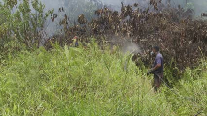 Firefighters in Sarawak blame errant landowners for thick haze | Video