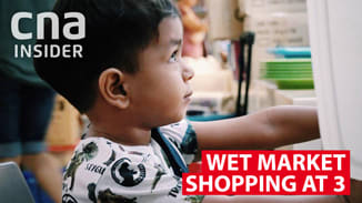 3-year-old goes wet market shopping on his own