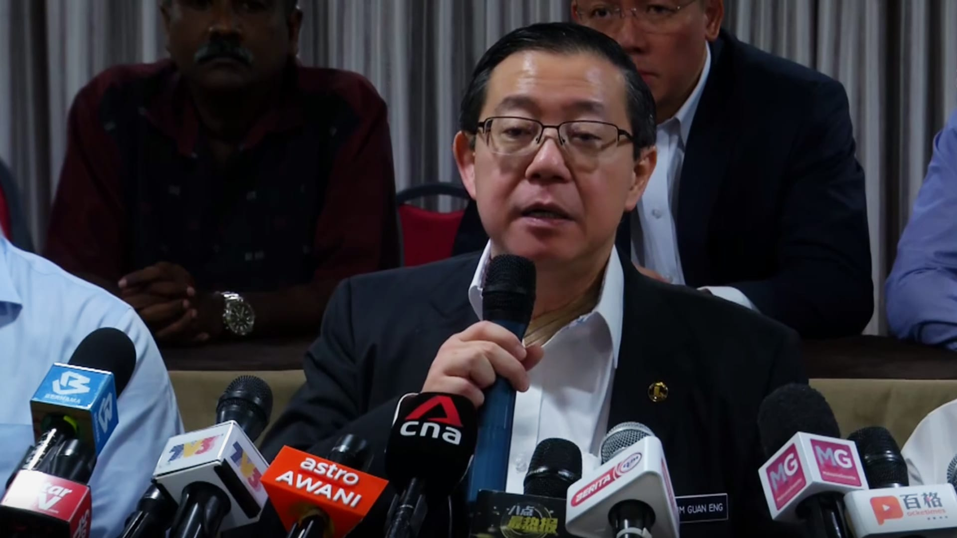 Lim Guan Eng comments on Mahathir Mohamad's resignation as Malaysian PM | Video